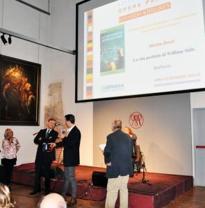 Morten Brask receiving the Khilgren Opera prima award 2014